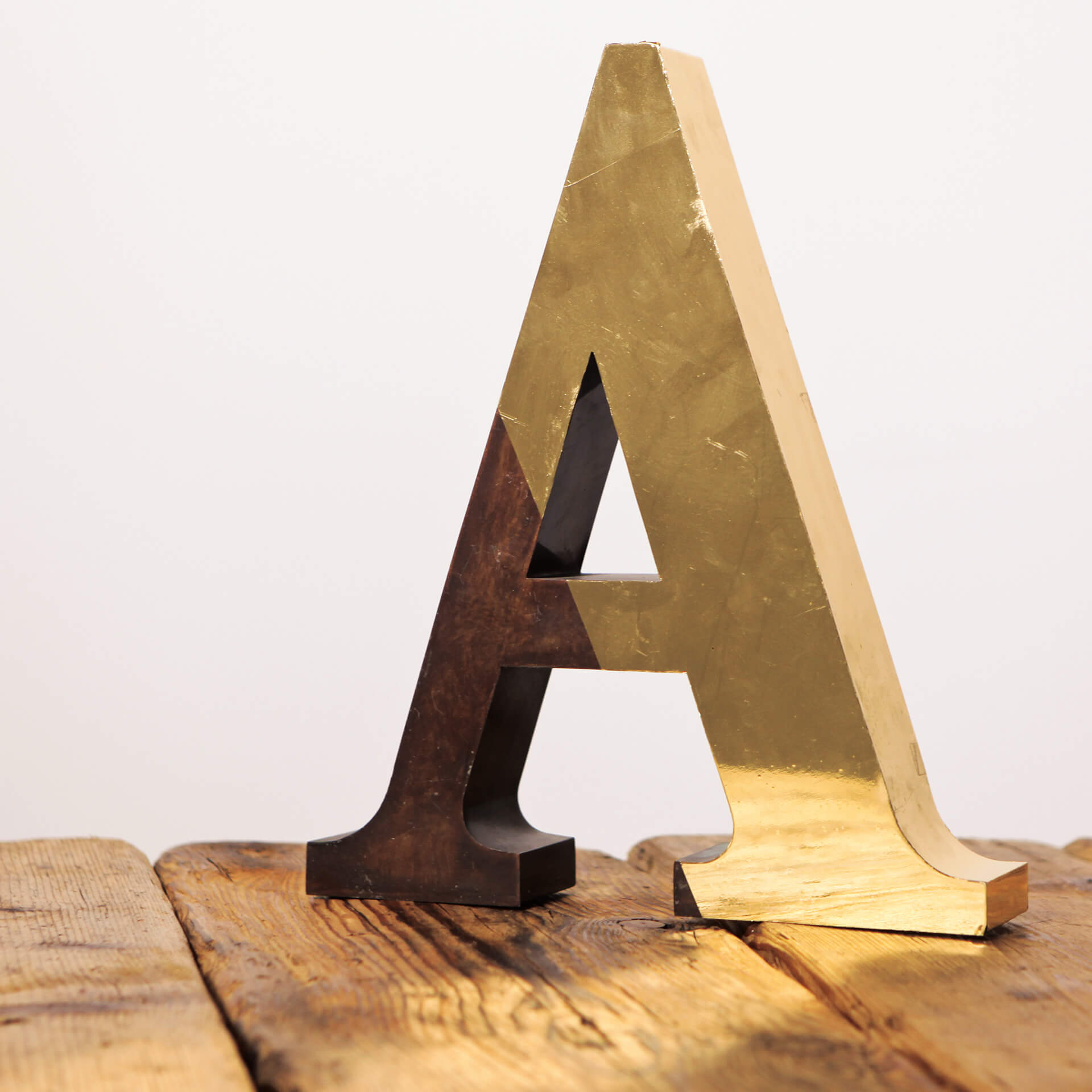 GRAFOX - Lettera in legno e ottone